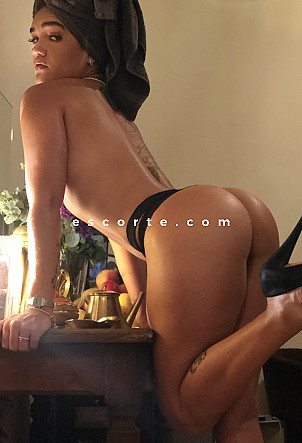 Beatriz - Girl escort Paris