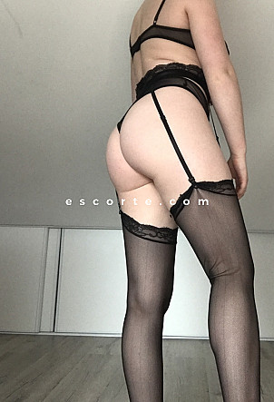 Camille - Girl escort Paris