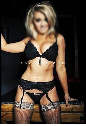 sexe blonde gros seins recherche femmes cougars