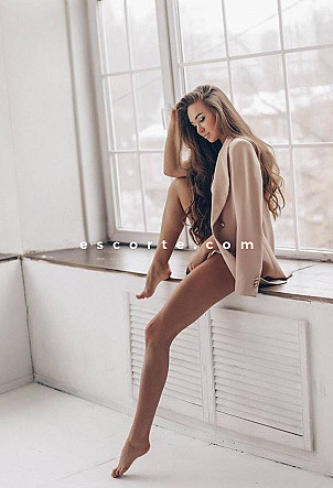 Victoria - Girl escort Paris