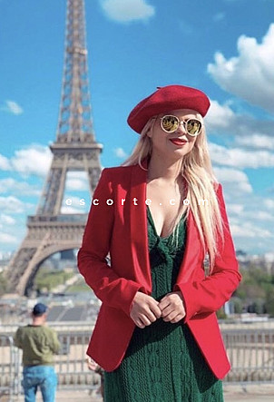 Chloe - Girl escort Paris