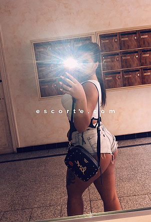 Mayaa - Girl escort Marseille