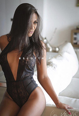 Antonela - Girl escort Paris