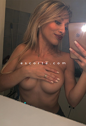 Sarah - Girl escort Cannes