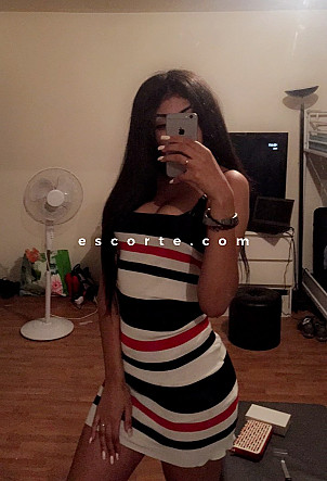 alia - Girl escort Cannes