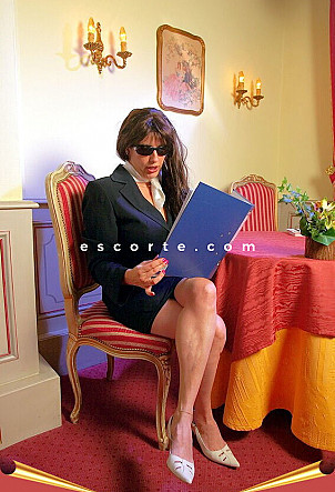 DEMOCRACY - Girl escort Antibes