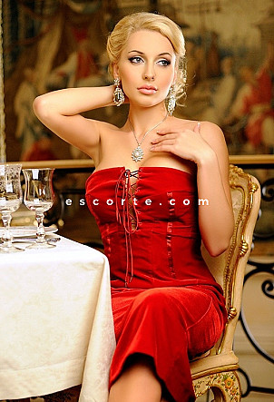 Roberta - Girl escort Paris