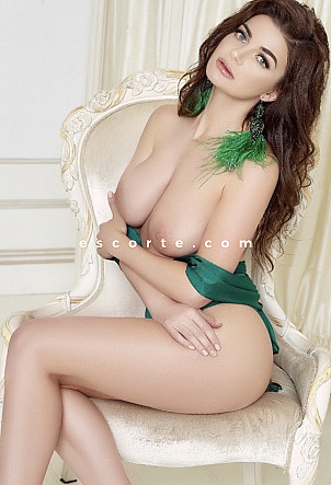 KARINA - Girl escort Paris