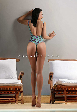 NELLI - Girl escort Paris