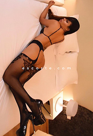 Dana - Girl escort Paris
